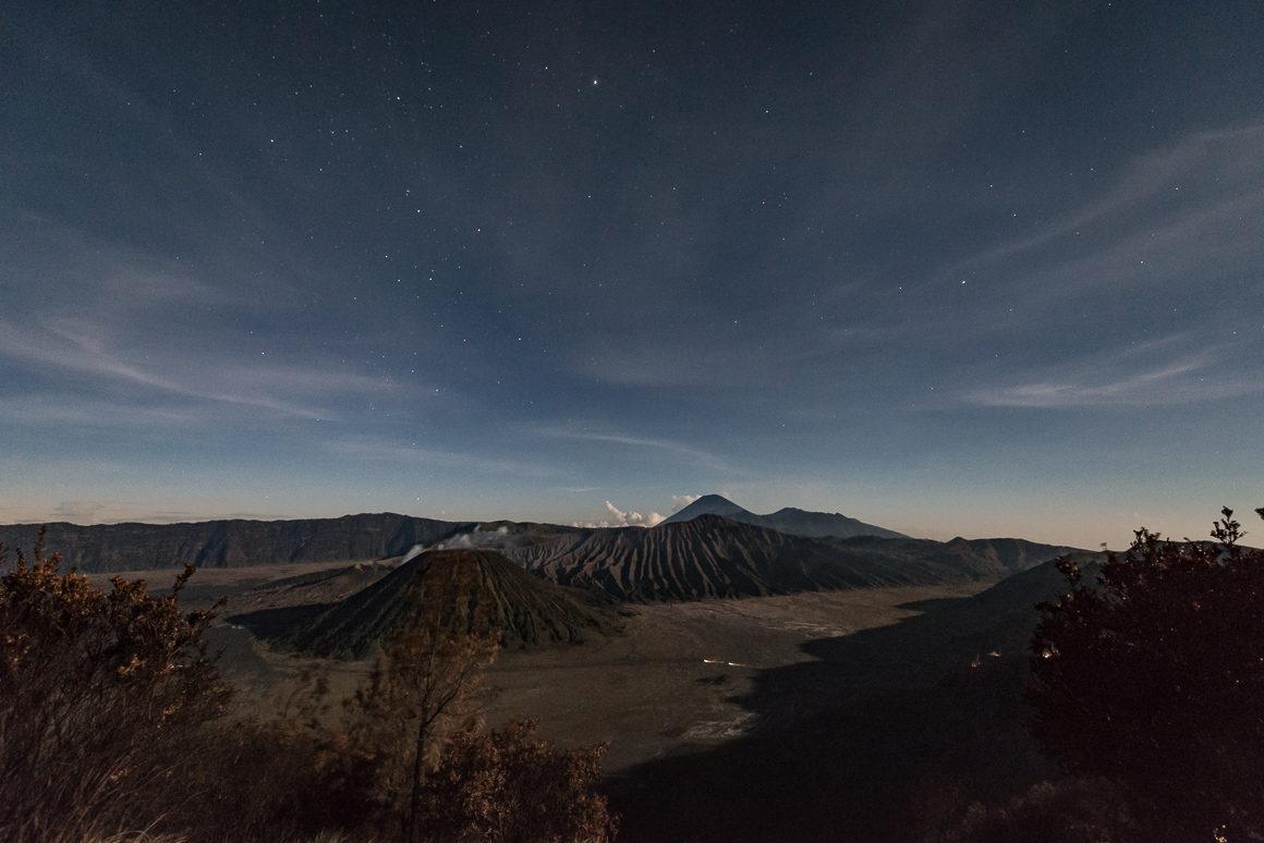 Wulkan Bromo o wschodzie słońca