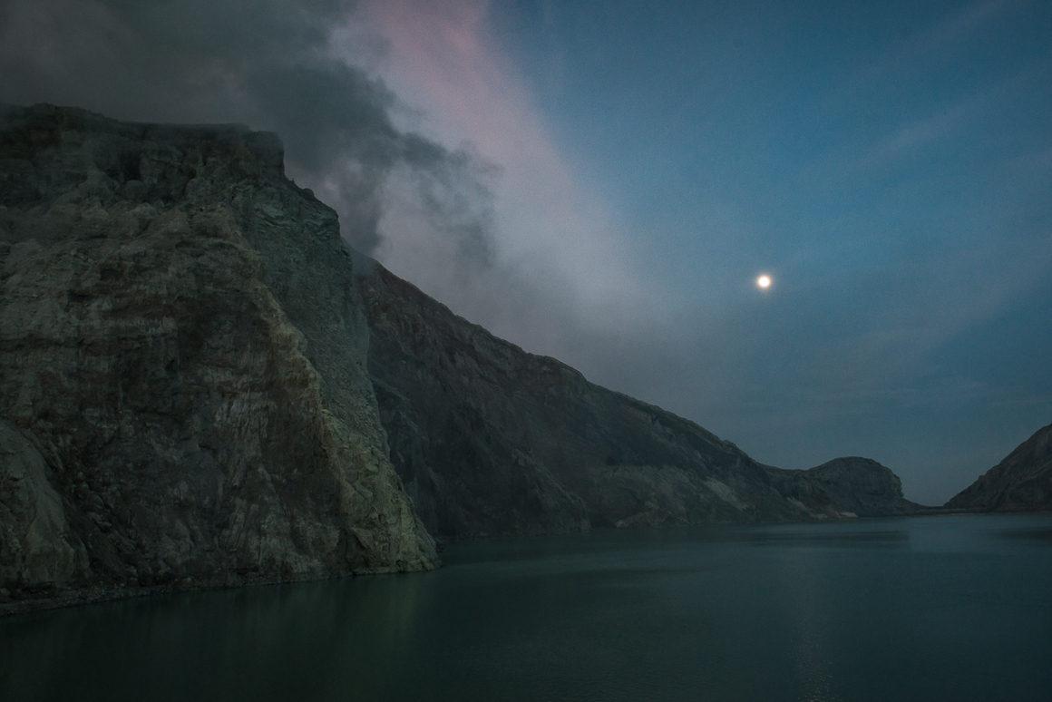 Wyprawa na Ijen - kwaśne jezioro Kawah Ijen