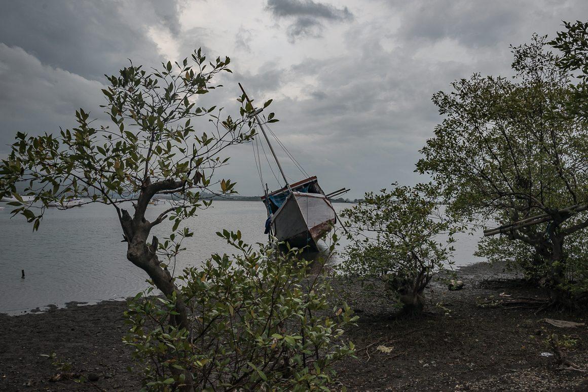 W dokach na wschodnim Lombok.