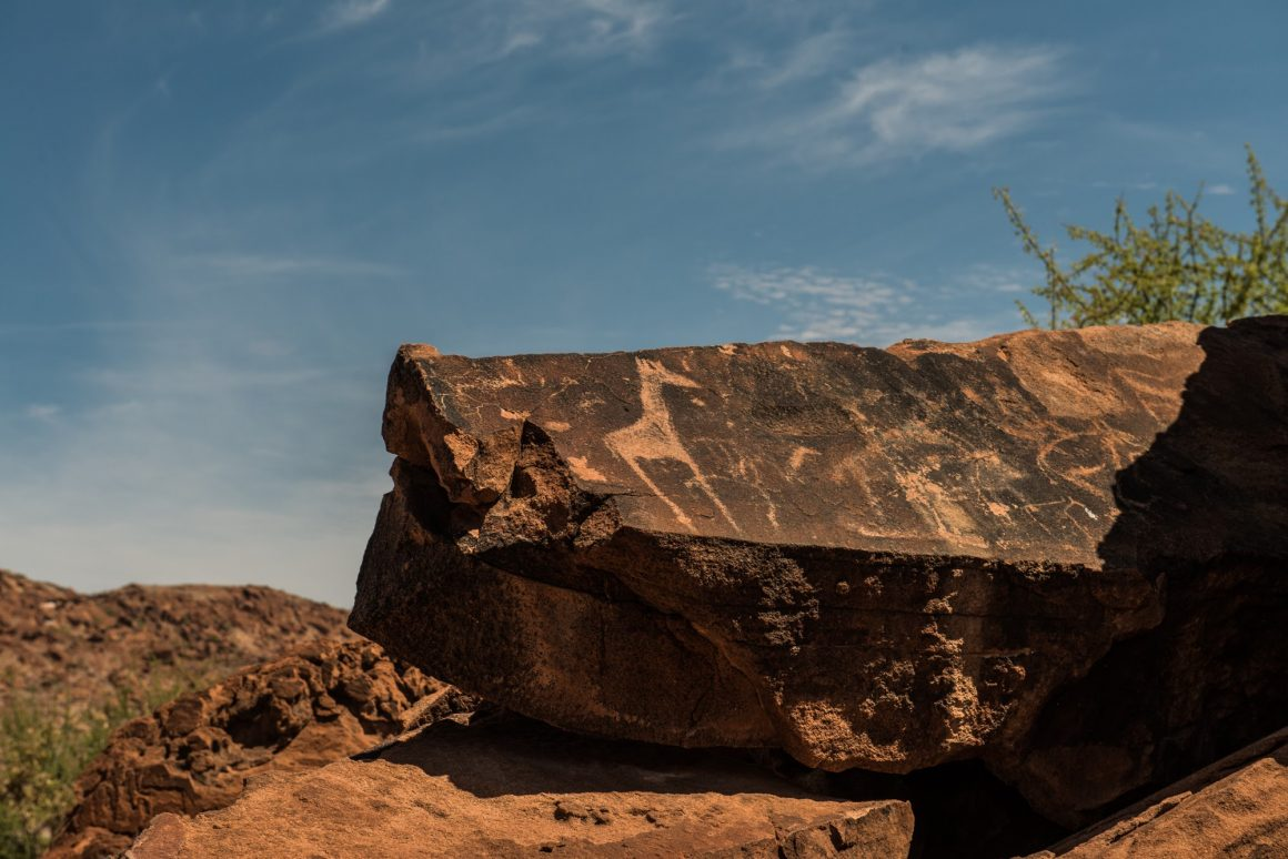 White Lady i Twyfelfontain – jedne z najstarszych na świecie petroglifów.