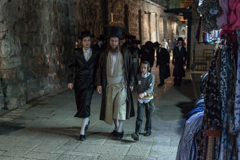 Żydowska rodzina po modlitwie pod Ścianą Płaczu.