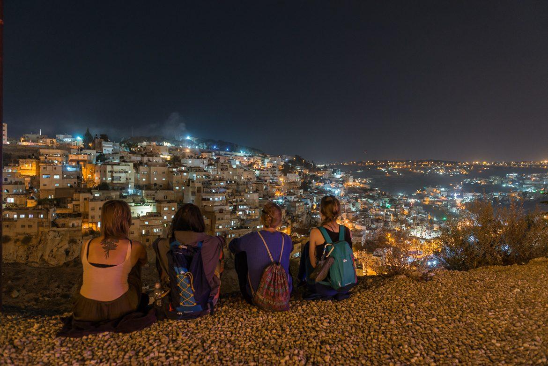 Od lewej: Martyna, Oliwia, Ala i Katarzyna. Chłoną Jerozolimę.