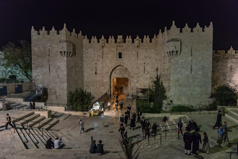 Brama Damasceńska - północne wejście do Starego Miasta. Za moimi plecami znajduje się najlepszy i najtańszy falafel w mieście.