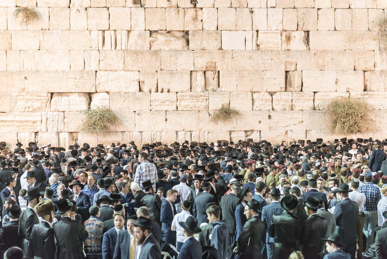 Żydzi modlący się przy Ścianie Płaczu.