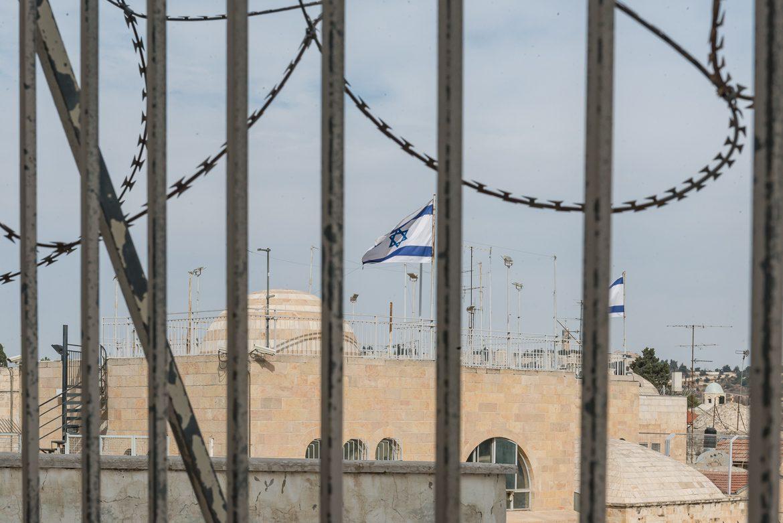Flagi Izraela powiewają właściwie wszędzie.
