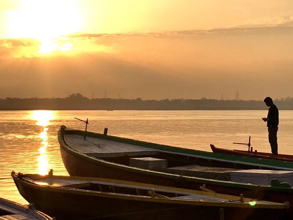 Wschód słońca nad Gangesem, Varanasi.
